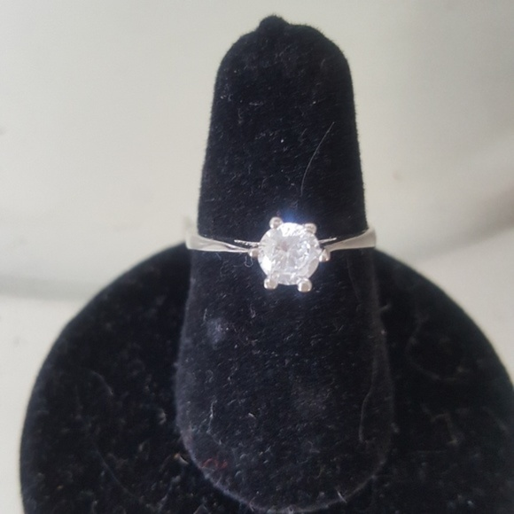 Unbranded Jewelry - Solitaire ring size 6 Gold plated brand new